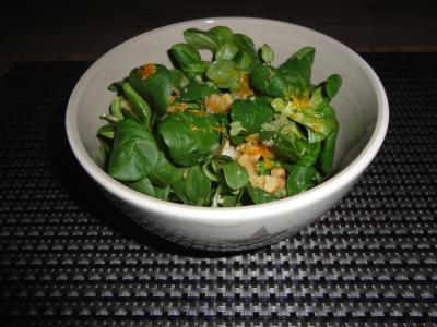 Feldsalat mit Walnüssen und Earl-Grey-Dressing