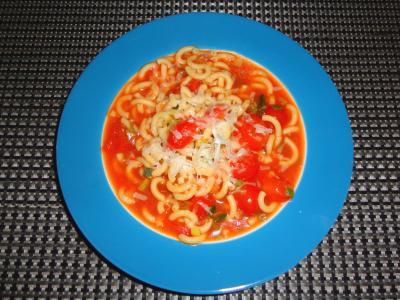Herzhafter Tomaten-Nudel-Eintopf